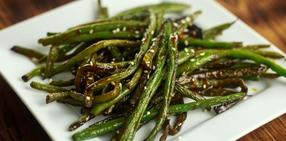 Roasted green beans and onions with red chili